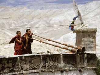 nepal-monks-horns_12058_600x450